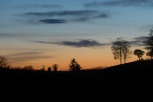 Der Abendhimmel dieses Tages kann gar nicht anders aussehen.